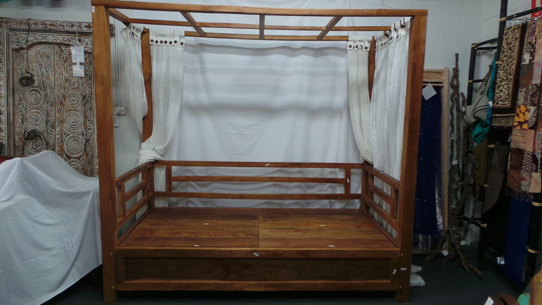 Picture of: Batubulan Elde Canopy Double Teak Daybed Natural Finish That Bali Shop